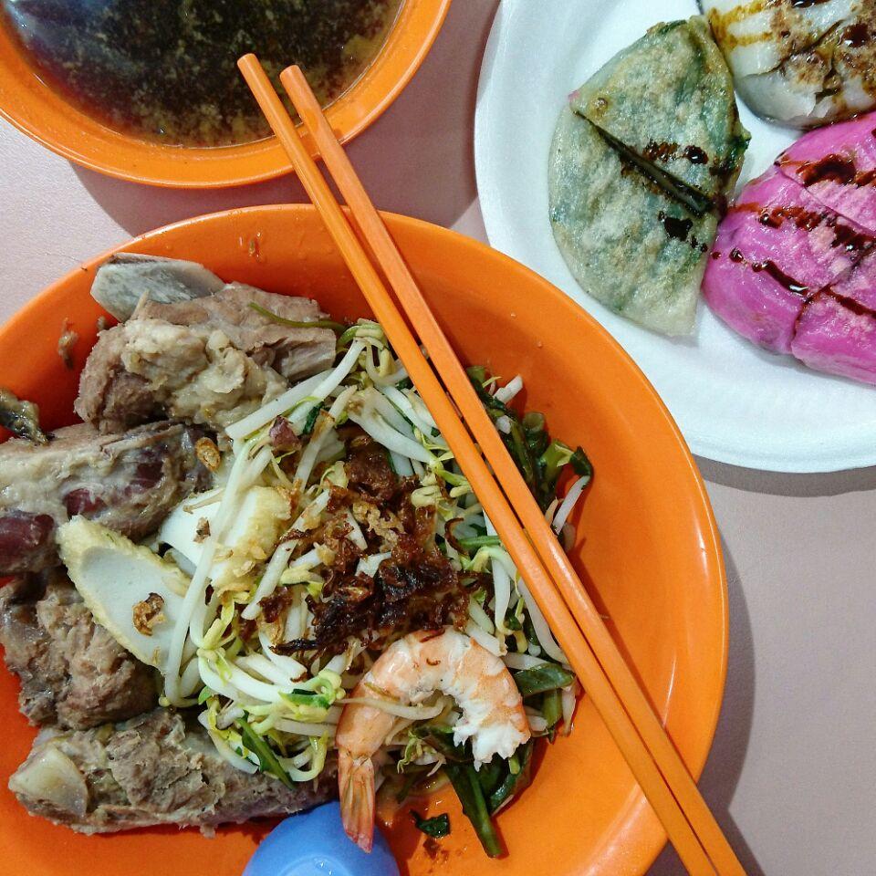 pork ribs prawn noodles ($5) @ yuhua market