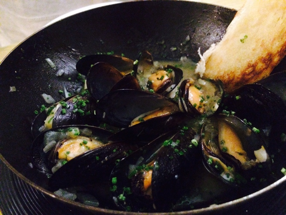 Mussels Cooked In White Wine Sauce