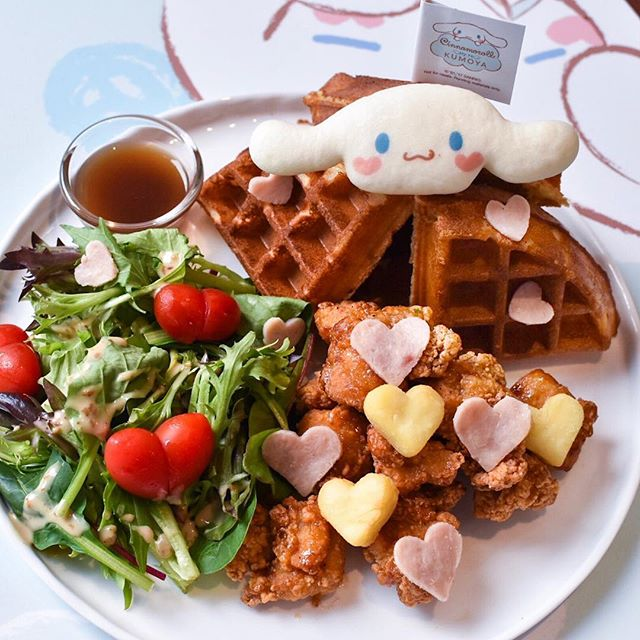 Gloomy skies but the picture of this adorable cinnamoroll waffle from @kumoya_singapore makes me super happy!