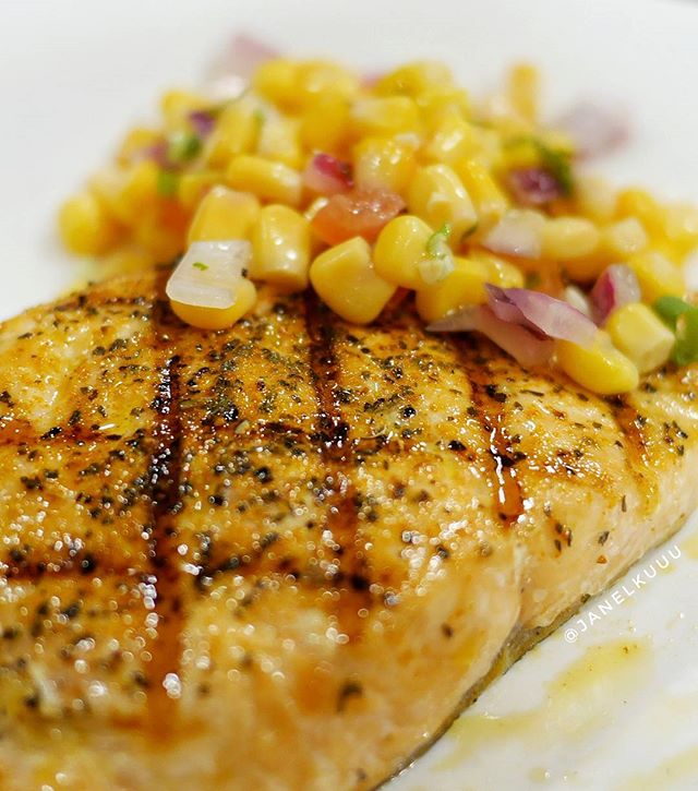 Grilled norwegian salmon with tangy corn salsa 😋  #morganfields #grilledsalmon