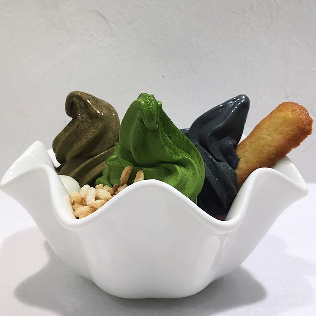 Just thinking about this Three Flavours Soft Serve Bowl (Matcha, Hojicha, Black Sesame) that I had thirteen tea leaves ago at Matchaya, the Japanese dessert concept at The Cathay which also serves other kakigori and parfait items.