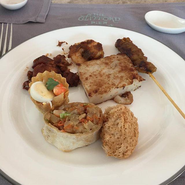 Weekend Dim Sum Buffet at the nicest hotel of Singapore #cliffordpier #fullertonbayhotel #rafflescity #buffet #dimsum #localdelights #pamperingmyself #onceinawhile #burpple #burpplesg