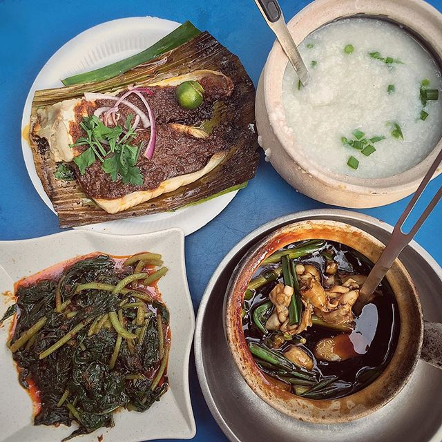 Sunday dinner is at Hong Chang Eating House (located at the corner of the traffic junction) trying their frog porridge and sambal stingray.