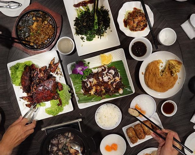 Sunday is meant for feasting and we certainly had a good time with awesome spread from Goldleaf Restaurant.