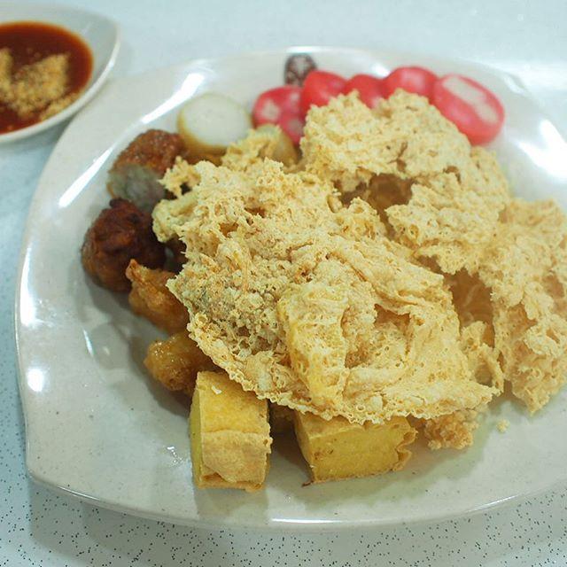 Ngoh Hiang ($8) at Wah Kee.