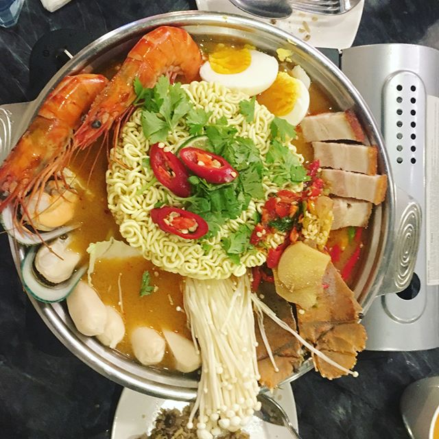 Rainy weather call for a hotpot!