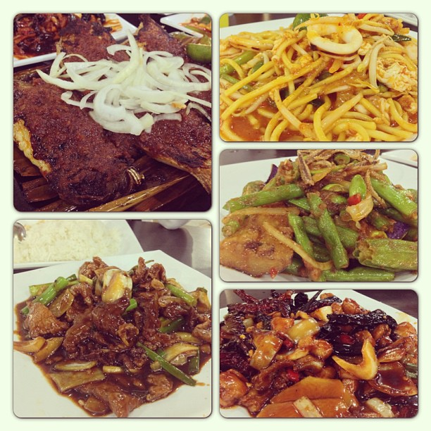 Dinner; BBQ Stingray, Ginger & Onion Sliced Beef, Mee Goreng Seafood, Four Type King Vegetable and Dried Chilli Chicken 😊 #foodphotography #foodonfoot #foodporn #airpasang #seafood
