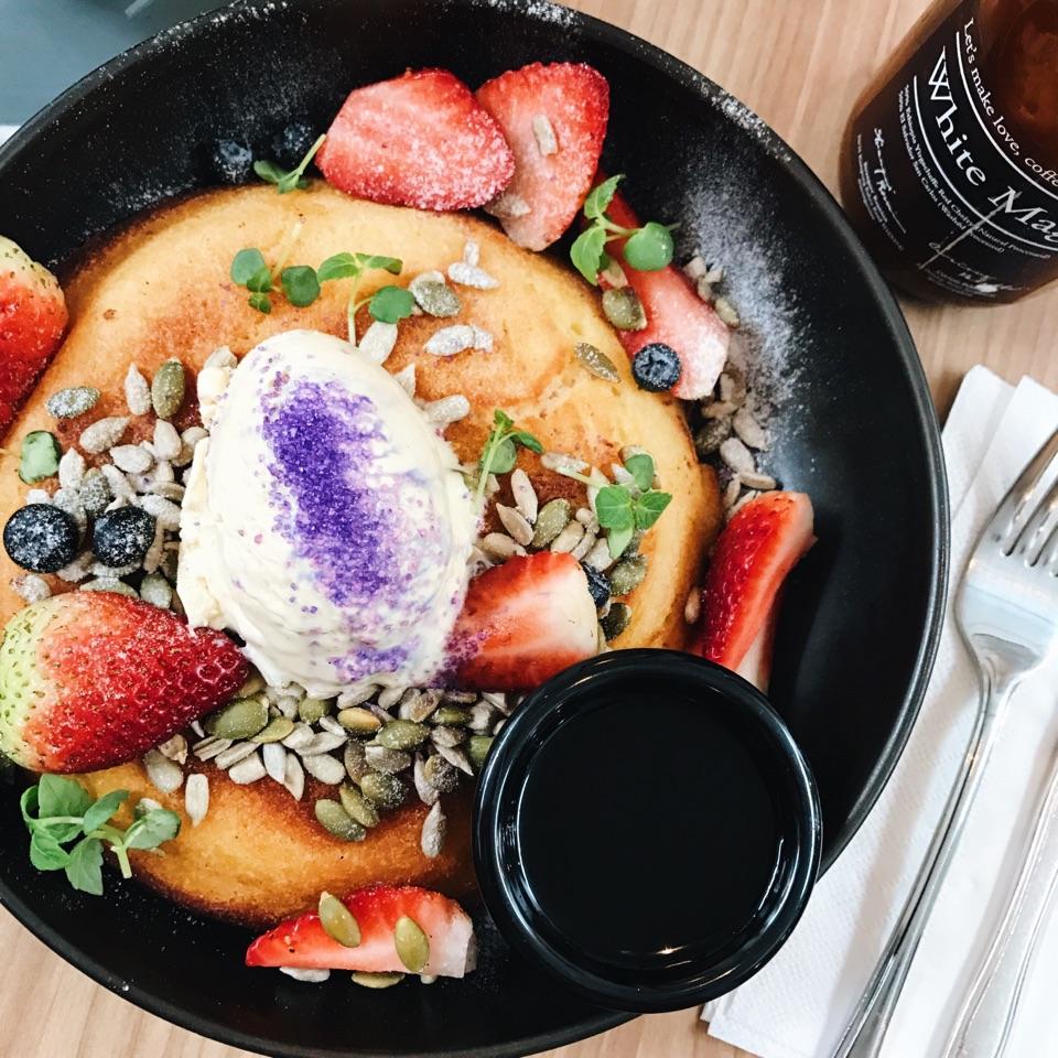 Berry Ricotta Pancake