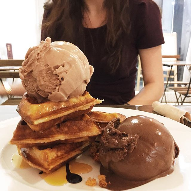 Milo Baileys ice cream and 74% dark chocolate ice cream, service with crispy waffles with maple syrup and a chocolate sauce.