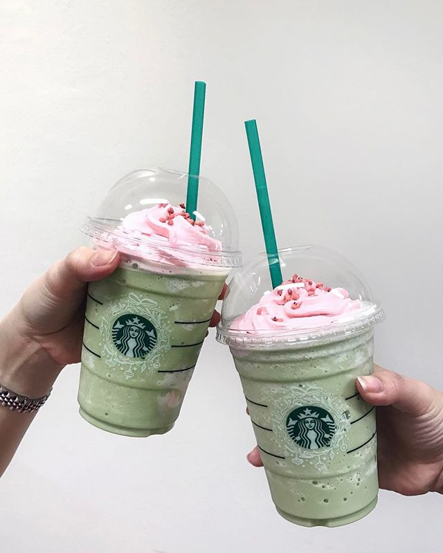 Green Tea Strawberry Blossom Frappé that's launched by @StarbucksSG to celebrate arrival spring~ A fluffy layer of strawberry whipped cream at the bottom with their signature matcha frappe, finished off with more whipped cream and frozen strawberry bits.