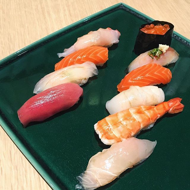 Fresh 🍣🍣🍣 at the newly opened Sushi Azabu, one of the five restaurants at @thetablekl, located on the fourth floor of @isetankl 😋 #sushiazabu #sushiazabukl #thetablekl #isetankl #isetanthejapanstorekl #humpday #dindins