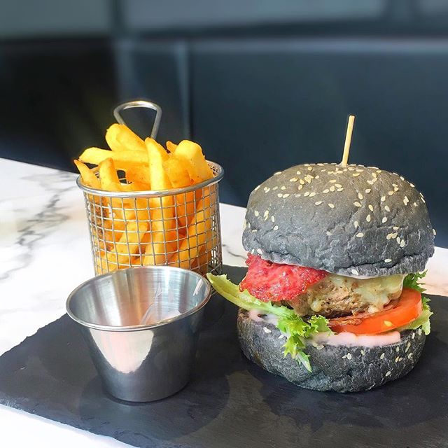 Beef & bacon burger 🥓🍔 At the new Mercato Cafe in Pavilion KL 💕 #mercatocafe #pavilionkl #lunchspot #burger #midweektreat