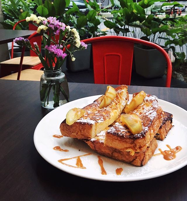 Fluffilicious brioche french toast with caramelised apple 🍎🍞 #raftcafekl #frenchtoast #brunchporn #longweekend