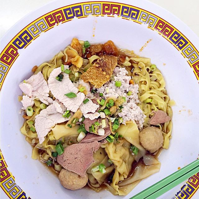 Bak Chor Mee Pok ($6) Finally came out of my shell to try the highly raved Michelin-starred minced pork noodles here.