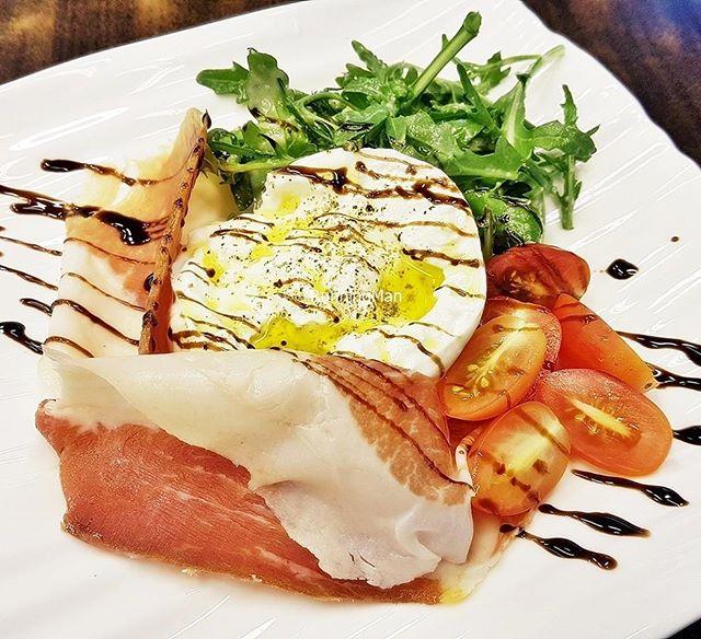 Burrata With Parma Ham (SGD $16) @ PocoLoco.