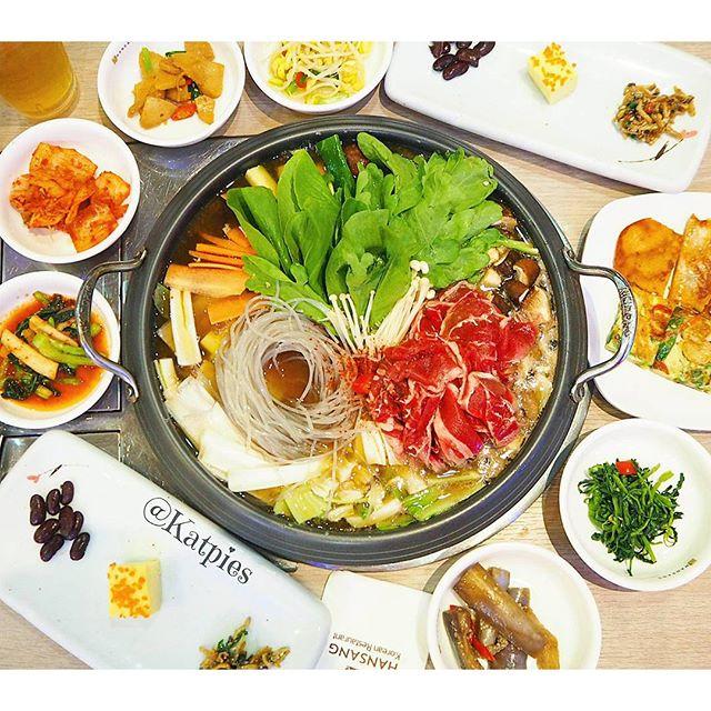 Bulgogi Busut Jongol (Sliced Beef and Mushroom Hotpot).