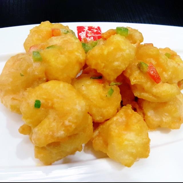 Golden Stir-fry Prawn Balls With Salted Egg Sauce