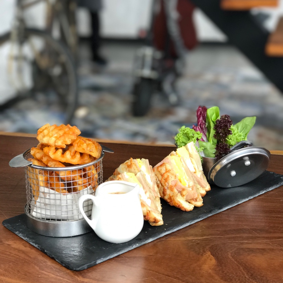 Walnut Cafe And Bar