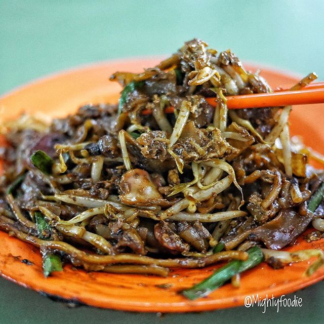 Hill Street Fried Kway Teow, one of the popular Char Kway Teow in Singapore.