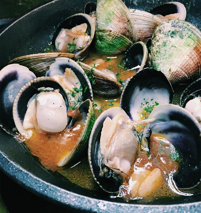 The grilled clams in sherry wine is definitely something worth ordering when you're at FOC Sentosa.