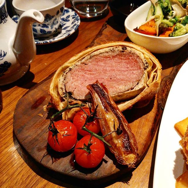 It's Wellington Week for Gordon Ramsay's restaurants globally, and bf and I cannot pass up the chance to try his famous beef wellington ($80++).