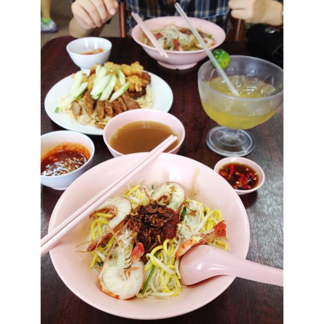 Prawn noodle and ngoh hiang