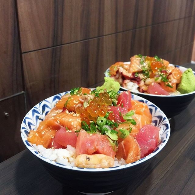 Chirashi madness at Sushiro with this Bara Chirashi Don [$12.80] • And I totally get the hype of this very value for money chirashi don!