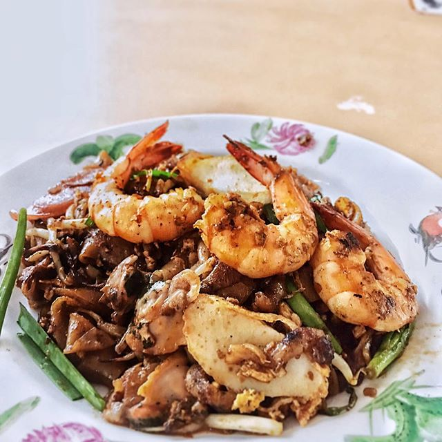 one of the popular #charkwayteow here but I found it lacking of wok-hei and the whole plate of noodles tasted flat 🙁 • Only good part was it came with quite a number of ingredients like cockles, fishcakes and 3 bigger prawns • #burpple #bestoftheday #chinesefood #delicious #eeeeeats #friednoodles #feedfeed #f52grams #foodporn #foodstagram #foodgasm #happytummy #hungry #hawkerfood #instadaily #instafood #igers #igsg #jiaklocal #nomnomnom #onthetable #potd #sgfoodies #sgfood #sghawker #throwback #vscofood