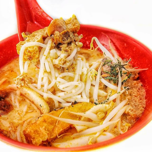 928 Yishun Laksa ☻☻☻☻☻☻☻☻☻☻ Rich creamy bowl of gravy with strong coconut flavors.
