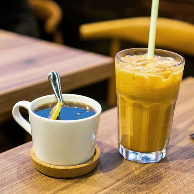 Hong Kong Iced Milk Tea and Hong Kong Style Hot Lemon Cola The tea fragrance is stronger, with lesser emphasis on the milk as compared to the usual milk tea we have in Singapore.