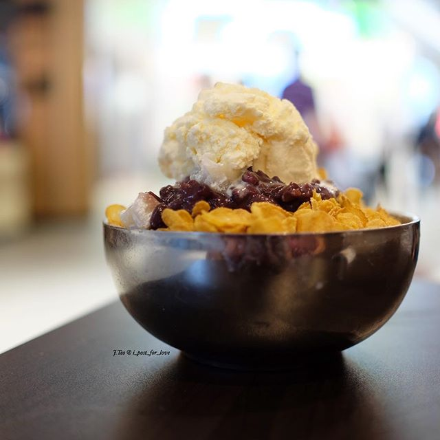 I'm now searching for good bingsu around the island after getting hooked by bingsu at Chi Bing Star Vista .