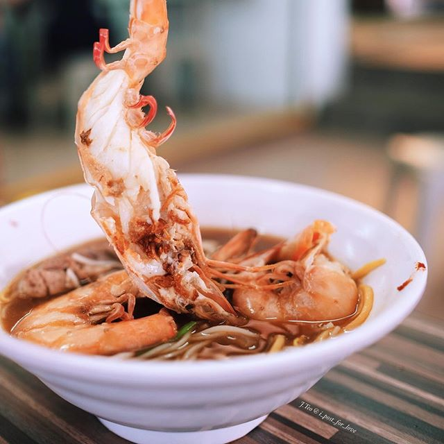Inspired while chatting with some of you about the crab broth of Keisuke Kani King, and in line with the #uncagestreetfood campaign, I took a photo of this prawn noodle at Jalan Kayu while visiting a friend there.
