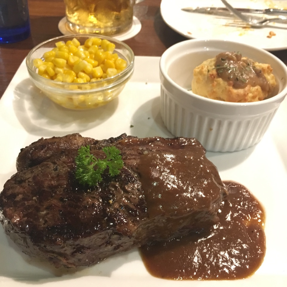 300gm Sirloin Steak, Buttered Corn & Southern Biscuit