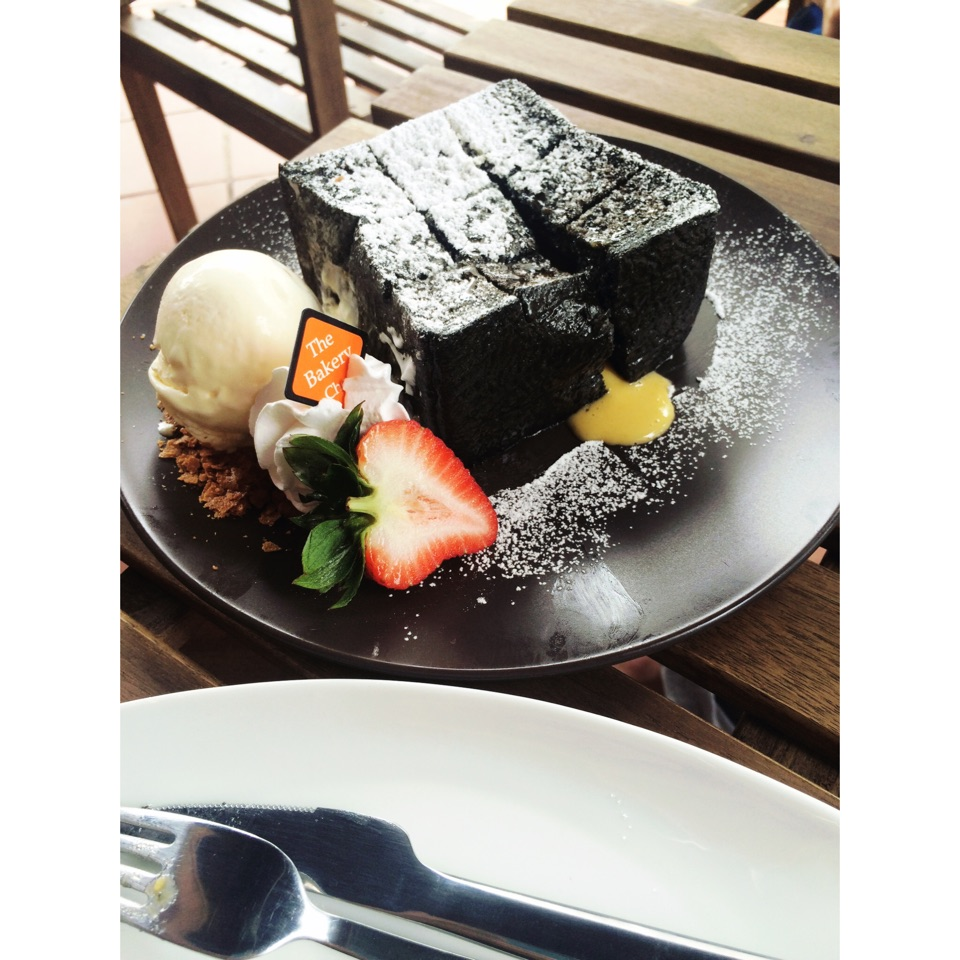 Charcoal Toast With Salted Egg Yolk Sauce ($12.80)