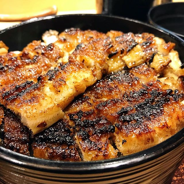 Although just selling Unagi, they had all the rights to command a consistently long queue.