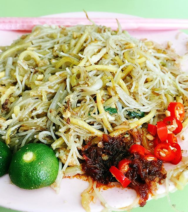 How many of you also enjoy the fried Hokkien mee from Hainan's at Beach Road HC?