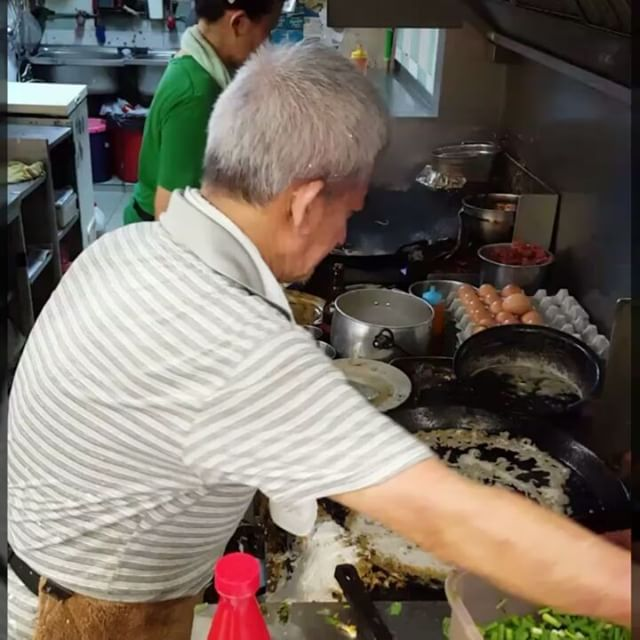 [Oyster Omelette Alert]  Really appreciate this Humble hawker couple that cooks from the heart.