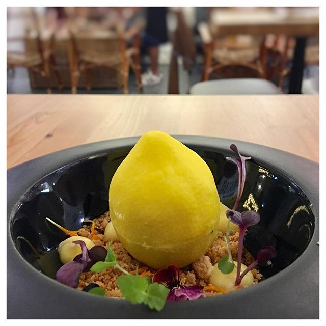 """Le Citron 🍋 At first, my food buddies doubted of ordering this Le Citron which was described to us as having """"edible flowers"""" -- a thing that is not so exciting."""