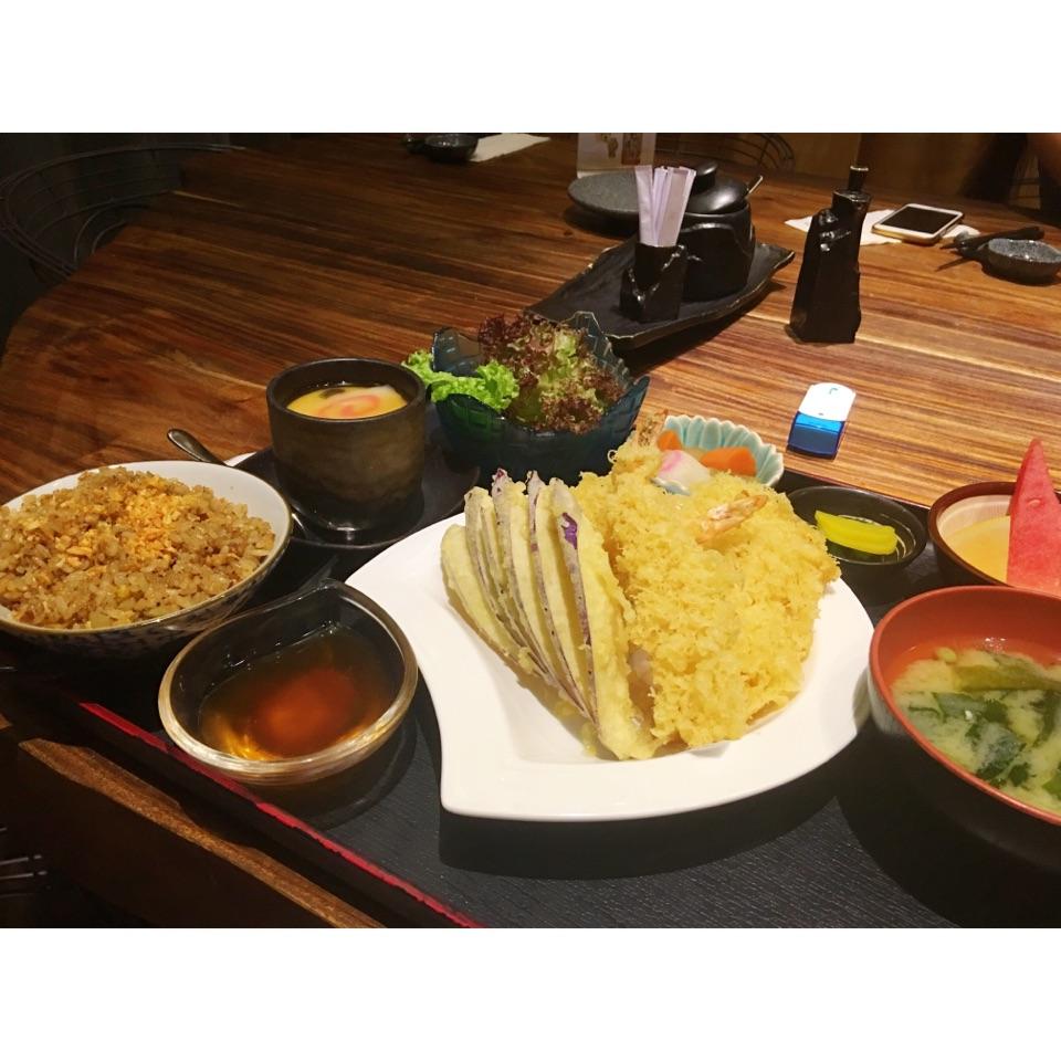 Tempura Moriawase & Garlic Rice Gozen