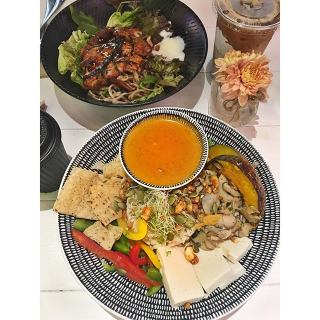 Buddha bowl | Vegetarian but tasty enough to stuff into the mouth 🤤 #burpple