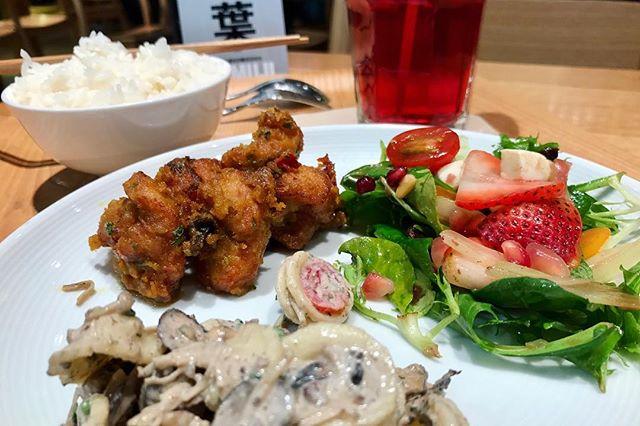 Two more weeks vacation, lying idle 🤣🤣🤣 #muji #cafeandmealmuji #deli #chicken #salad #strawberry #pasta #hibiscustea #foodie #japanesefood #foodporn #burpple #burpplesg #sgig #igsg