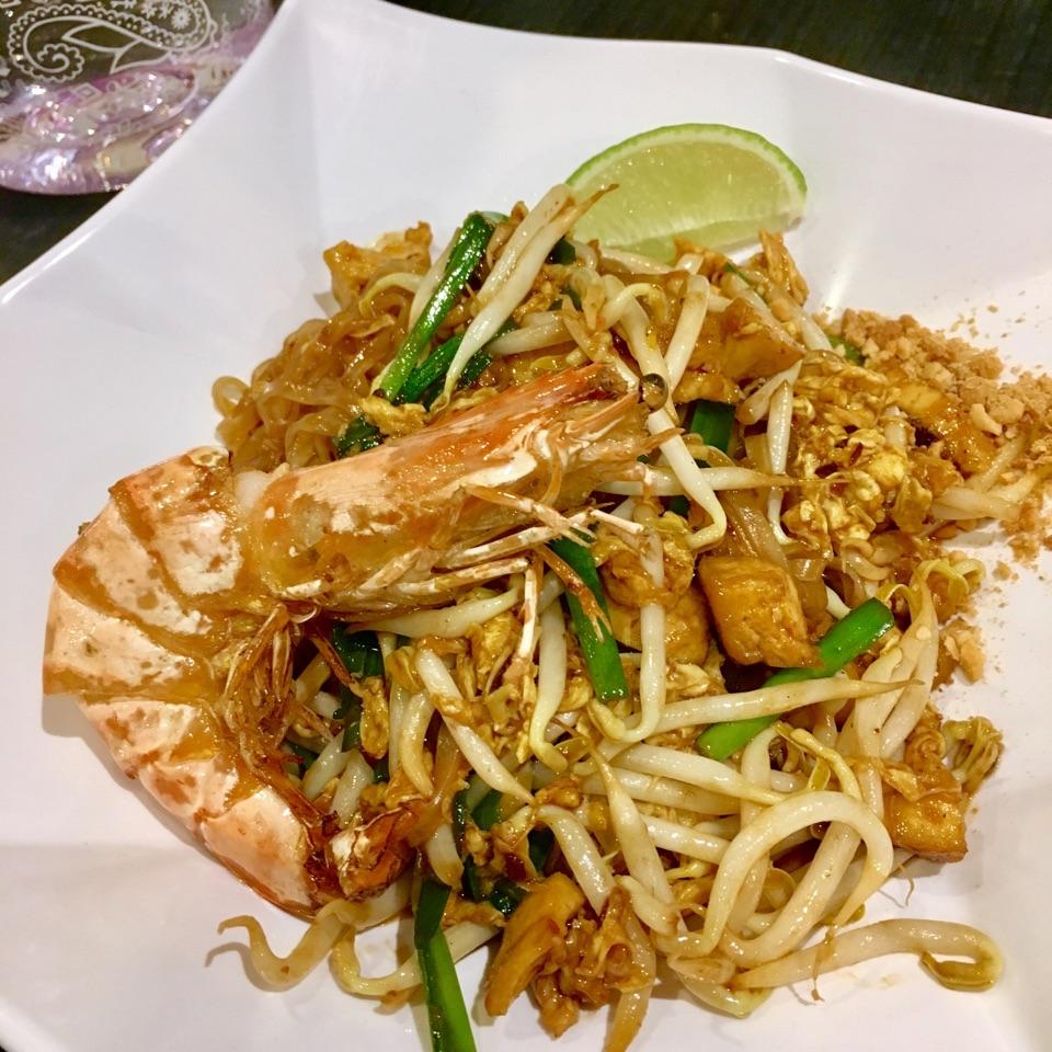 Phad Thai + Drink ($7.90)