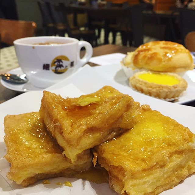 Rainy weather calls for some warm buttery french toast from Honolulu!!