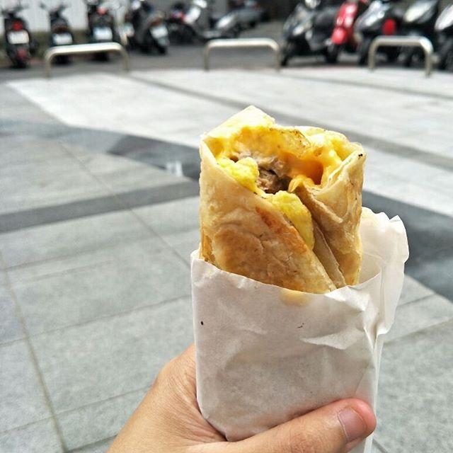蛋餅 is a common breakfast in taiwan and we had on our last morning!
