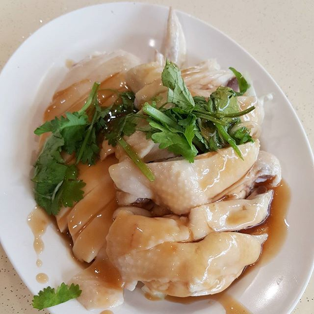 8🌟 / 10🌟 Yummy Steamed Chicken Rice for two person share @ S$12 from Tian Tian Chicken Rice stall at Clementi market