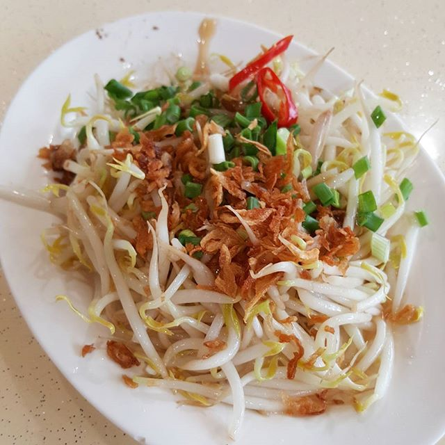 6🌟 / 10🌟 Bean Sprout @ S$6 from Tian Tian Chicken Rice stall at Clementi market