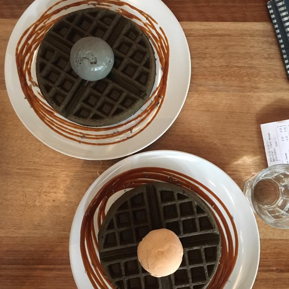 Black Sesame And Thai Milk Tea