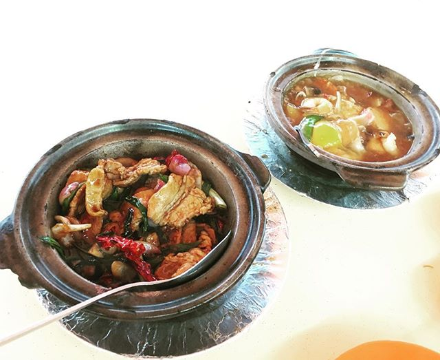 In this rainy day, we decided to order claypot dinner..