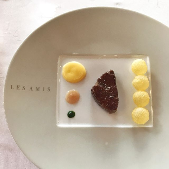 Yesterday's lunch at Les Amis (5) // Now on to the main - le bœuf japonaise (supplement $30): omi beef with pommes soufflés and chef's interpretation of béarnaise sauce.