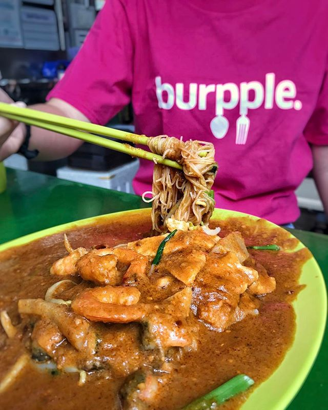Kind of rhetorical to ask what makes a good satay bee hoon - the satay gravy.